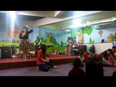 Performance Manyar Dan Yobel