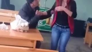 Скачать Kafedə Işləyən Qız 18 Video