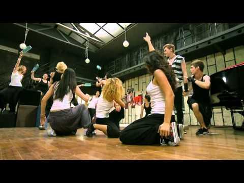 Sneak Peek: Pariu Cu Viata - Moment Muzical Stomp