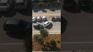 Rubano un'auto in Viale dei Giardini, i residenti filmano in diretta la scena