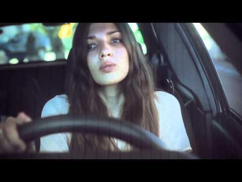 la iaia - La platja (videoclip Oficial)