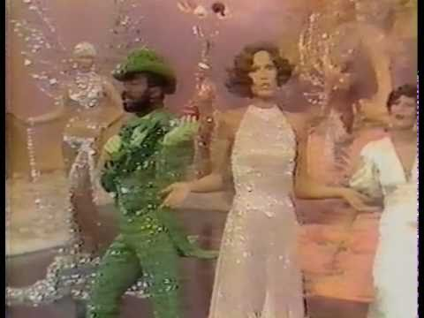 """Mary Tyler Moore - """"Mary's Incredible Dream"""" clip (1976)"""