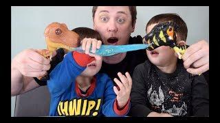 Dino World Ooze Dino Jurassic Slime ! With dinosaur skeletons inside !