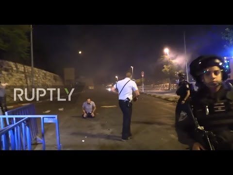 East Jerusalem: Clashes between worshippers and security forces continue outside Temple Mount