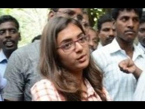 Nazriya gives complaint against the Naiyandi Director & Producer to Police Commissioner Travel Video
