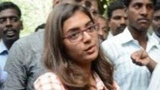 Nazriya gives complaint against the Naiyandi Director & Producer to Police Commissioner
