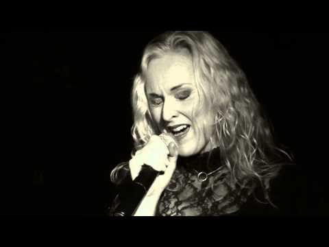 Liv Kristine ft Raymond Rohonyi - On Whom The Moon Doth Shine(Tot)