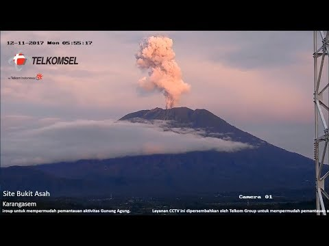 Beautiful Short Eruption at Dawn - Mount Agung, Bali Volcano - Dec 11th 2017