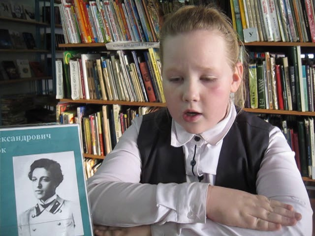 Изображение предпросмотра прочтения – ЕленаБарынкина читает произведение «Скрипка стонет под горой ...» А.А.Блока