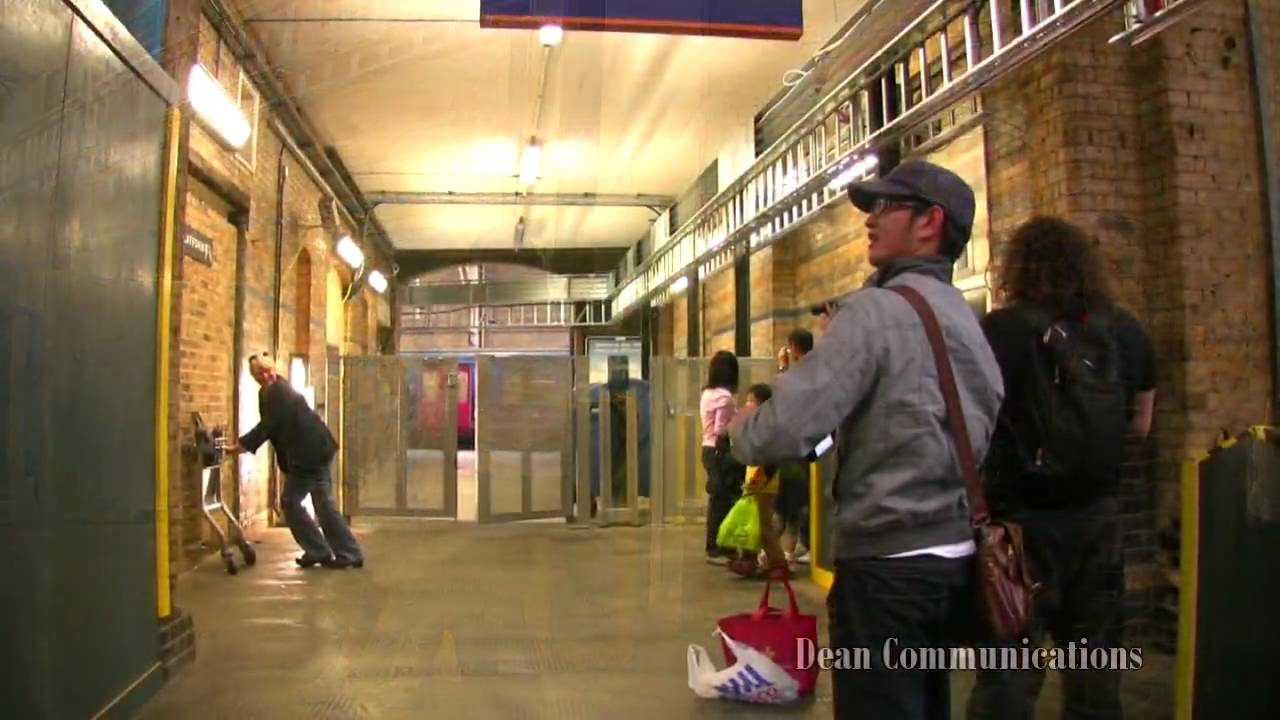 1a2a11747 Harry Potter's Platform 9 3/4 - Time To Travel - YouTube