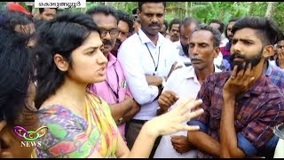 She Came, She saw, She conquered | Anupama I.A.S. Solved Highway Siege Issue | T.C.V. Kodungallur thumbnail