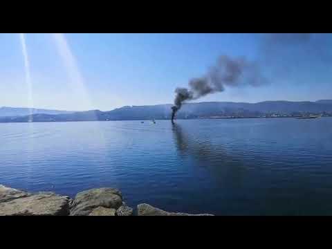 Una persona rescatada al arder su embarcación en la ría de Pontevedra