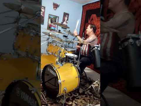 How to bounce your drumstick off of the snare drum. Martin Chambers Tommy Lee stick bounce.