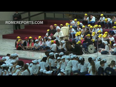 Pope Francis to children: Peace is a craft built every day with love