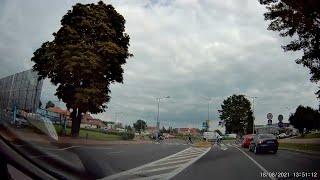Rowerzyści na przejściu dla pieszych