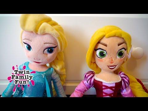 BLOOPERS!! Elsa Twins RAPUNZEL Behind the Scenes! FUN TOY DOLLS | Twin Family Fun