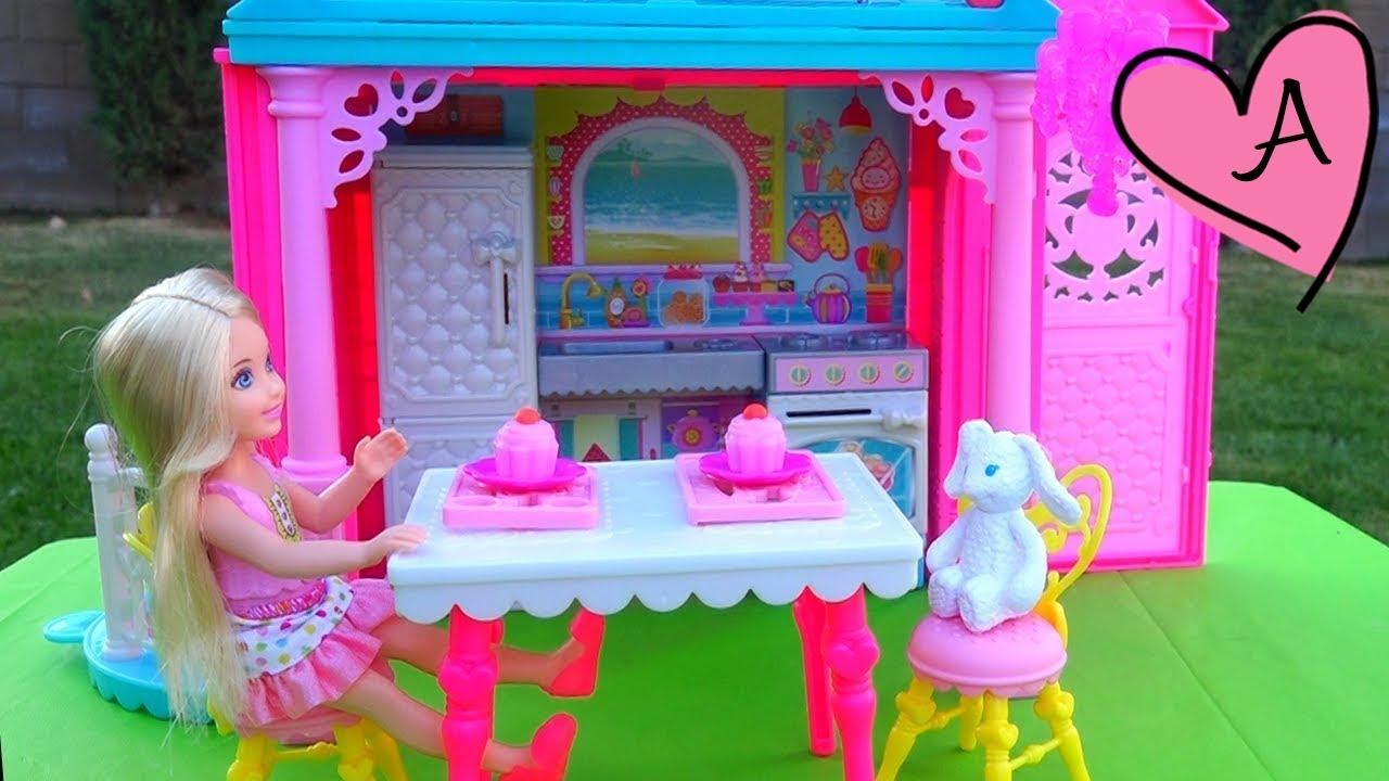 Juguetes de barbie en espa ol los amigos de chelsea no for Casa de juguetes para jardin