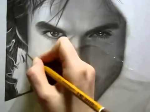 девушка красиво рисует