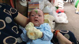 Chồng bỏ, cô gái đem con mới sinh 19 ngày về Sài Gòn xin sữa, tối quấn khăn ngủ trong chợ