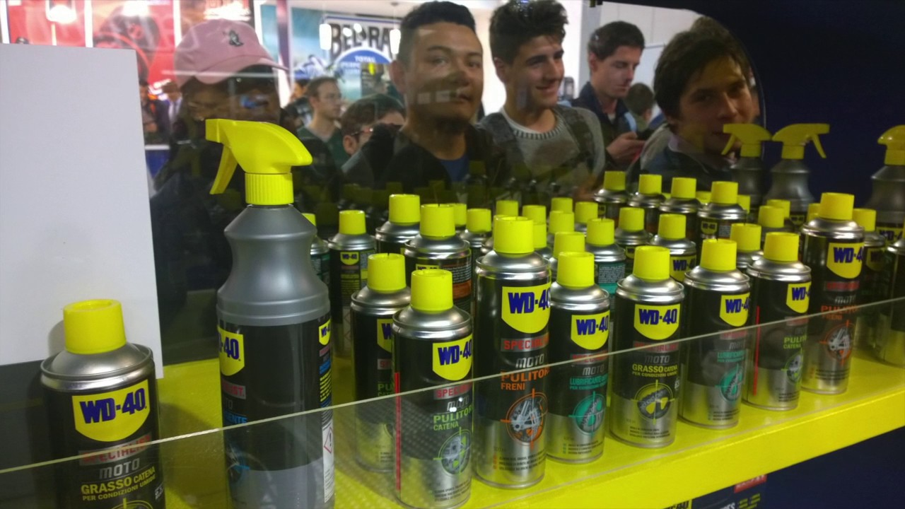 wd 40 in moto a eicma 2016 youtube. Black Bedroom Furniture Sets. Home Design Ideas