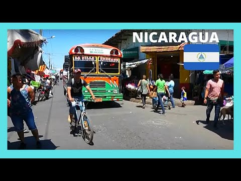 NICARAGUA: Busy intersection, colonial city of GRANADA (CENTRAL AMERICA)