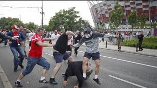 Violencia entre hinchas polacos y rusos en Varsovia antes del partido de la Eurocopa 2012