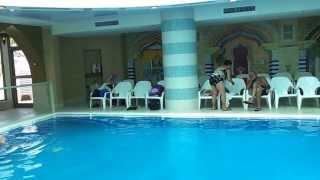 Саша кайфует в бассейне с водой Мёртвого моря-июнь 13г.(, 2013-06-28T11:12:37.000Z)