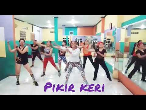 "Senam Dangdut ""Pikir Keri"" //with Uki Tea, Juwita Studio, Bekasi"