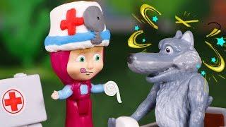 Masha y el Oso Juguetes en Español  La doctora Masha cura a los lobos 