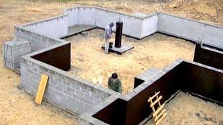 Budowa domu, fundament, Full HD, film 5 Tynkowanie i izolacja ściany fundamentowej