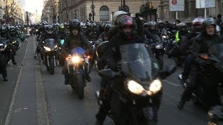 Les motards protestent à Paris contre le plan antipollution