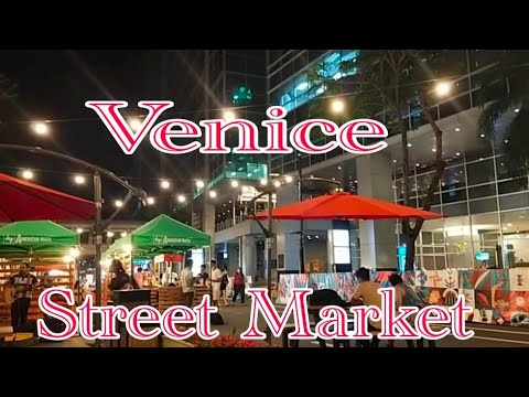 STREET MARKET AT VENICE GRAND CANAL
