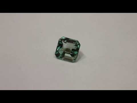Clean Colombian emerald gemstone of VVS2 1.92CTS
