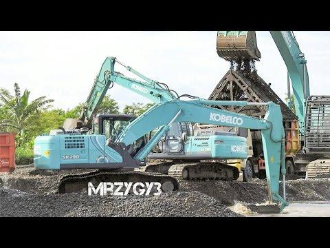 Kobelco SK200 Excavator Loading Screening Sand Into Dump Truck