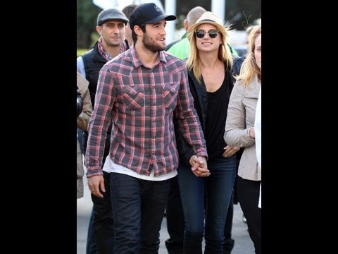 is emily thorne dating daniel in real life
