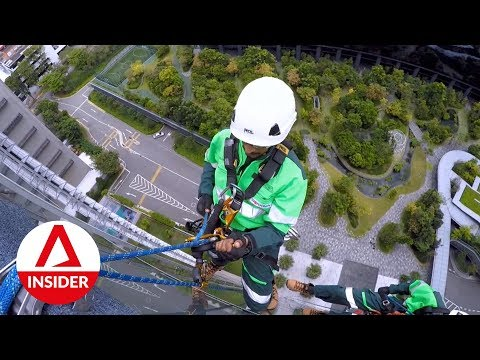Risky Jobs: The Guys Who Hang Off High-Rise Buildings