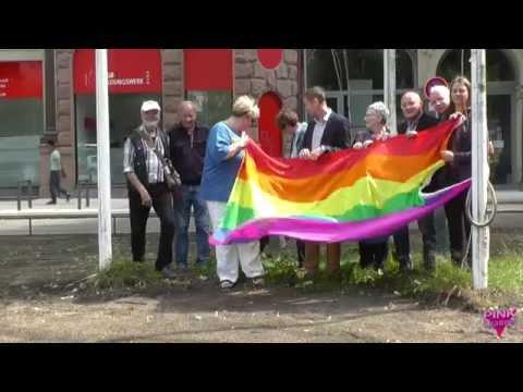 Verdi Hamburg: Hissen der Regenbogenfahne - 27.7.2016