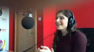 Kanika Kapoor singing Jugni Live in Mirchi studio