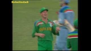 Repeat youtube video 6 Jonty Rhodes miracle cricket catches