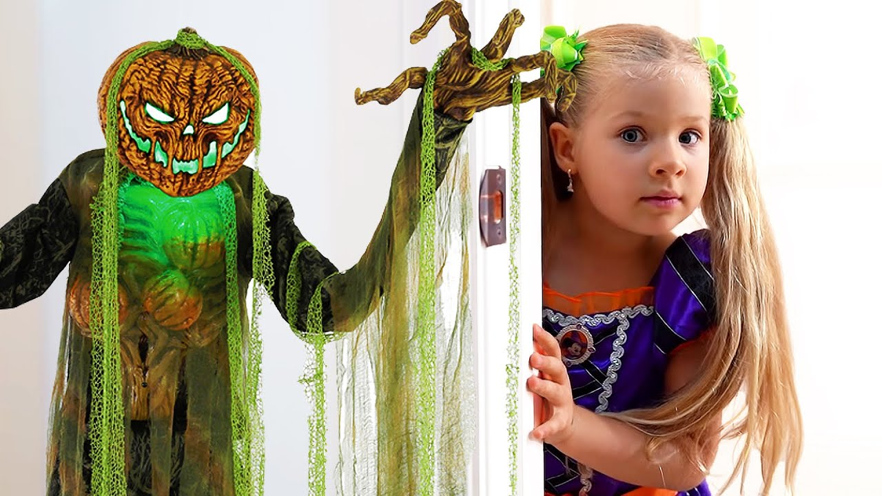 Download Diana and Roma goes Trick or Treating for Halloween with Candy Haul