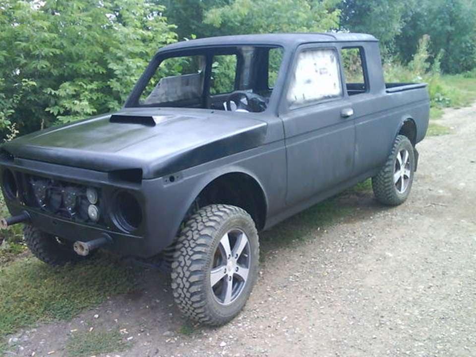 Lada 4x4 pickup (до 2006 года — ваз-2329 «нива пикап», «медведь») — российский полноприводный пикап на базе удлиненного внедорожника.