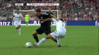 Nesta zieht Mario Gomez die Hose runter (FC Bayern - AC Mailand) Audi Cup 2011