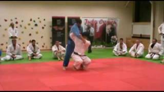 Judo - Morote-seoi-nage demonstrated by Kosei Inoue (JPN)