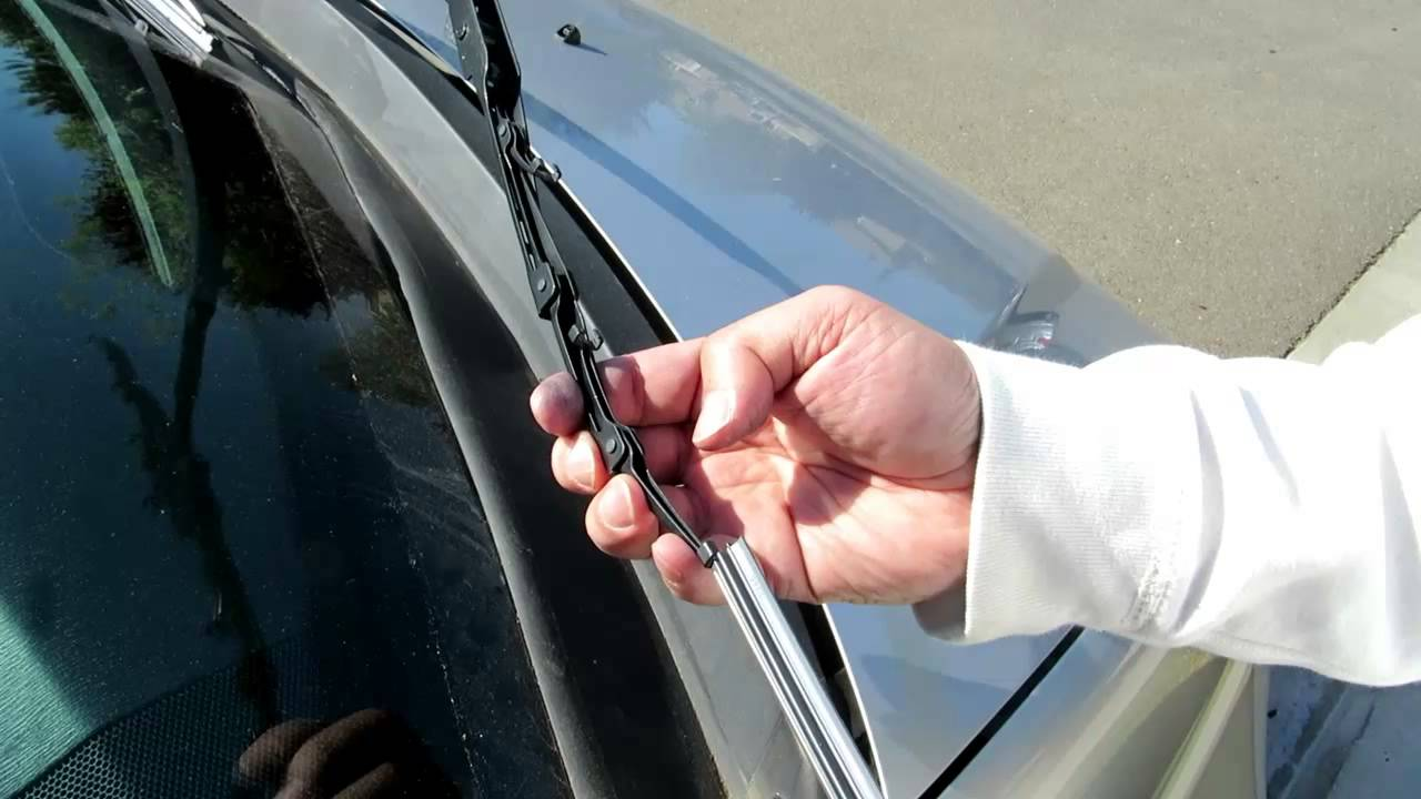 How to change the wiper blade inserts on Honda and Acura Vehicles - YouTube