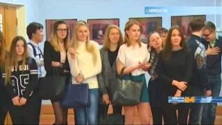 В Нерюнгринской библиотеке состоялось открытие фотовыставки «Женский портрет»