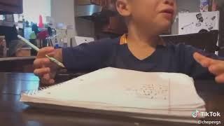 Niño hace la tarea es regañado de manera epica viral en redes