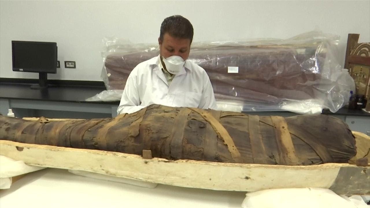 Egitto, aperto il sarcofago di Tutankhamon: sarà restaurato per la prima volta