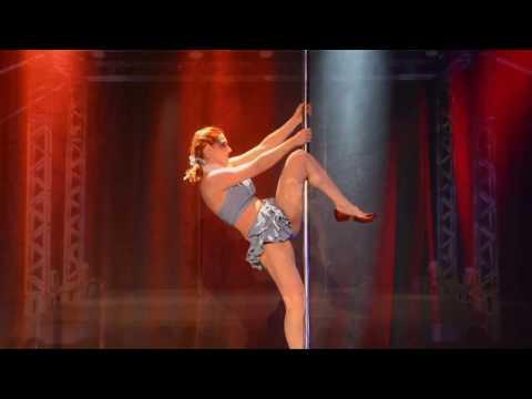 Daniele Nogueira - O Mágico de Oz DOROTHY  Set   Studio Camila Costa Pole Fitness