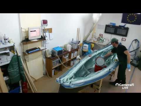 Lake Constance Canoes Workshop Livecam - Vacuum resin infusion of a flax fiber composite hull