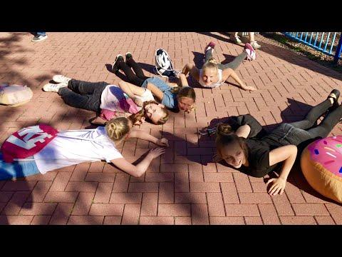 Der Boden ist Glitzer Challenge 😂 The Floor is Glitter Challenge 💗 Haley's Turnwelt 💗